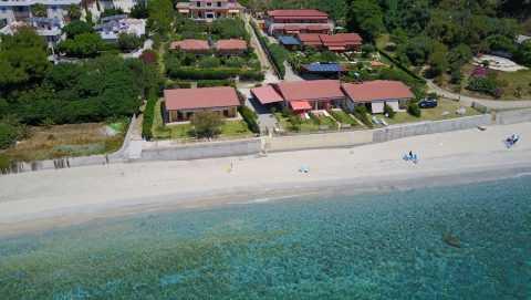 3 Villette in riva al mare 1